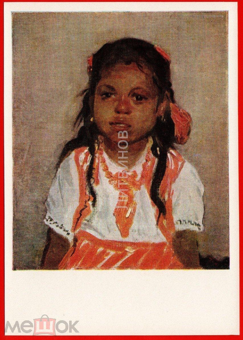 Девочка негритянка строит рожицы