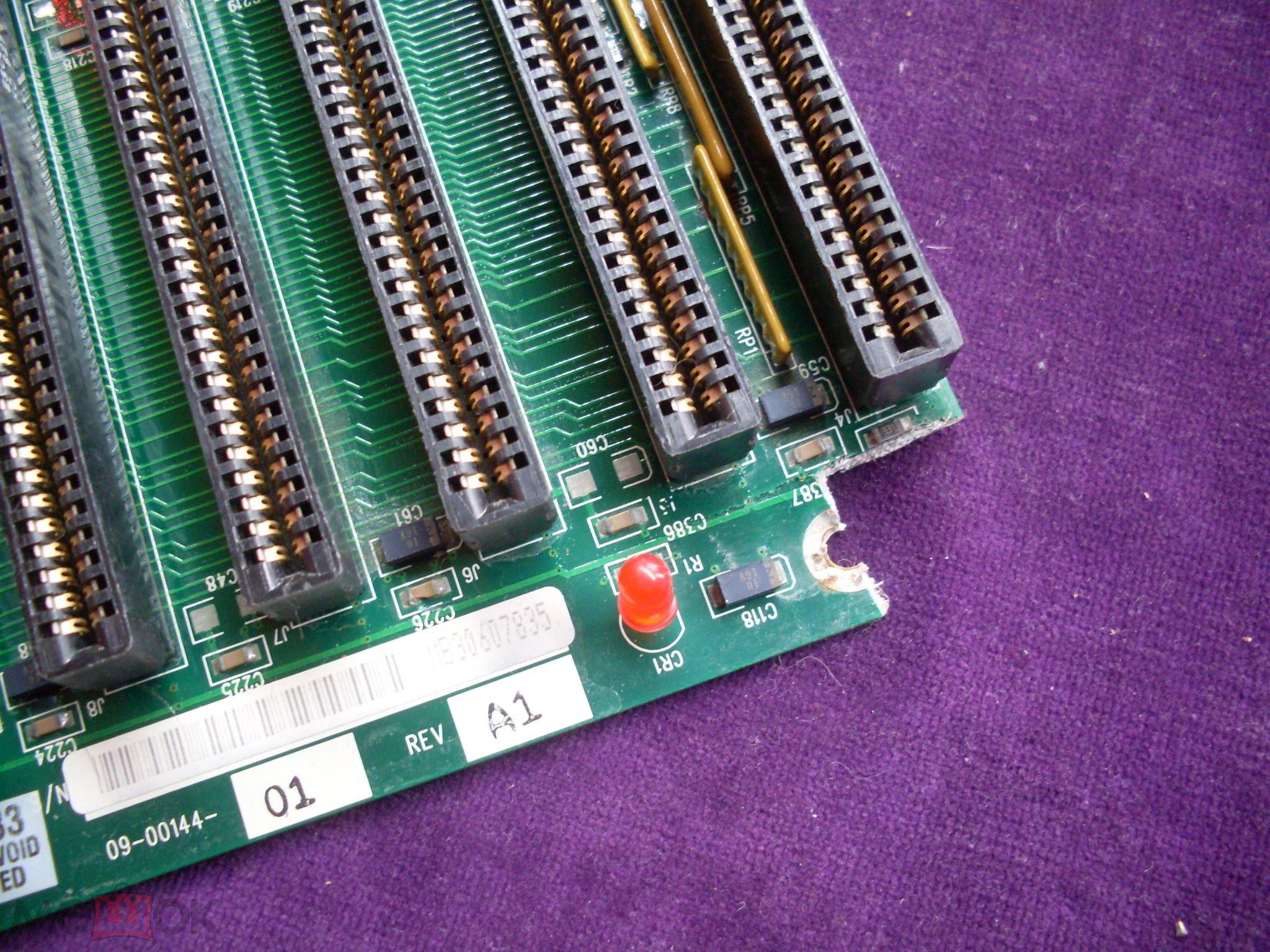 Раритетная материнская плата (1994 года) CHIPS с двумя сокетами для  процессоров 80486 в коллекцию