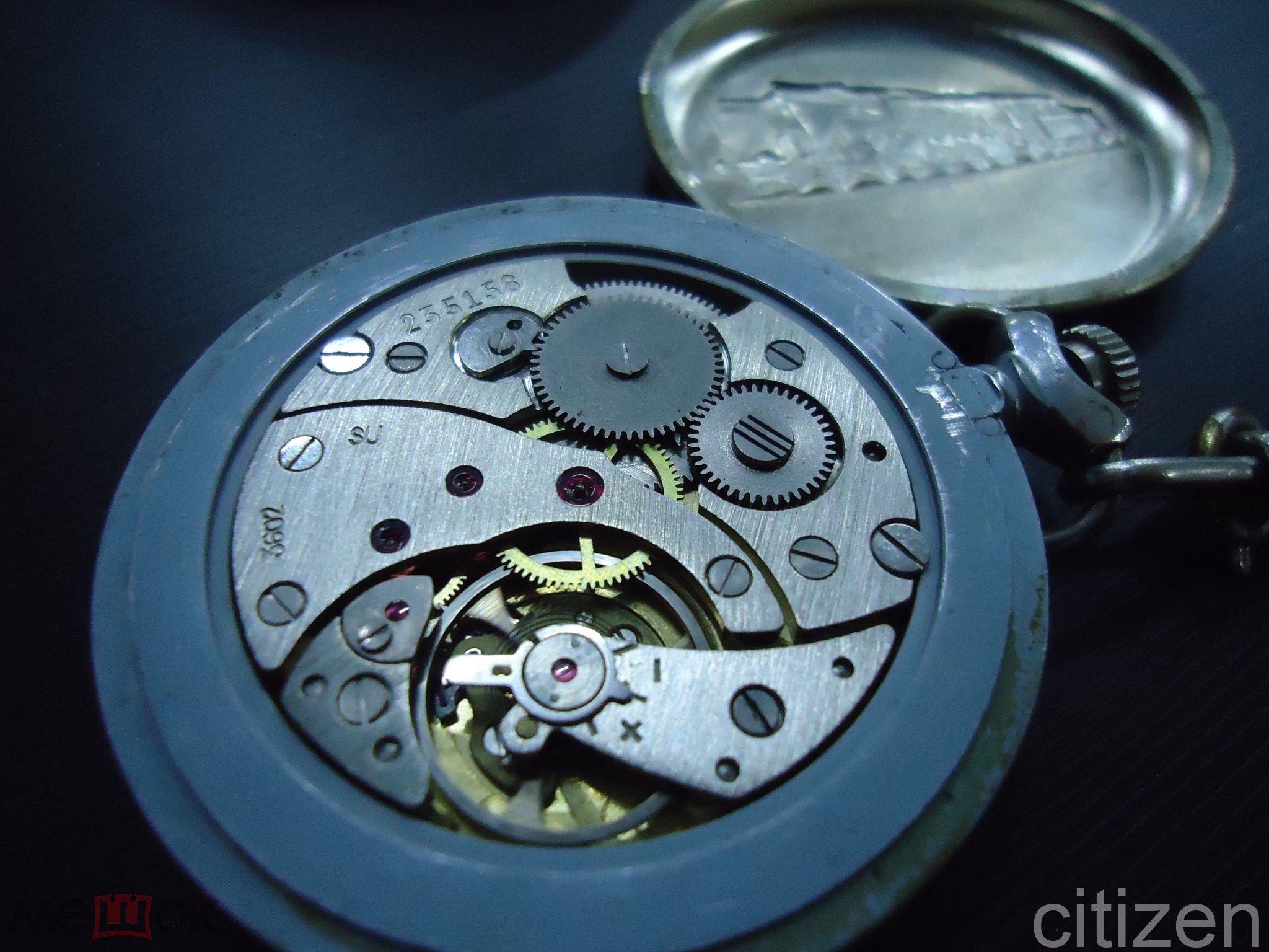 Часы карманные Молния Паровоз Россия в рабочем состоянии механика,корпус из мельхиора