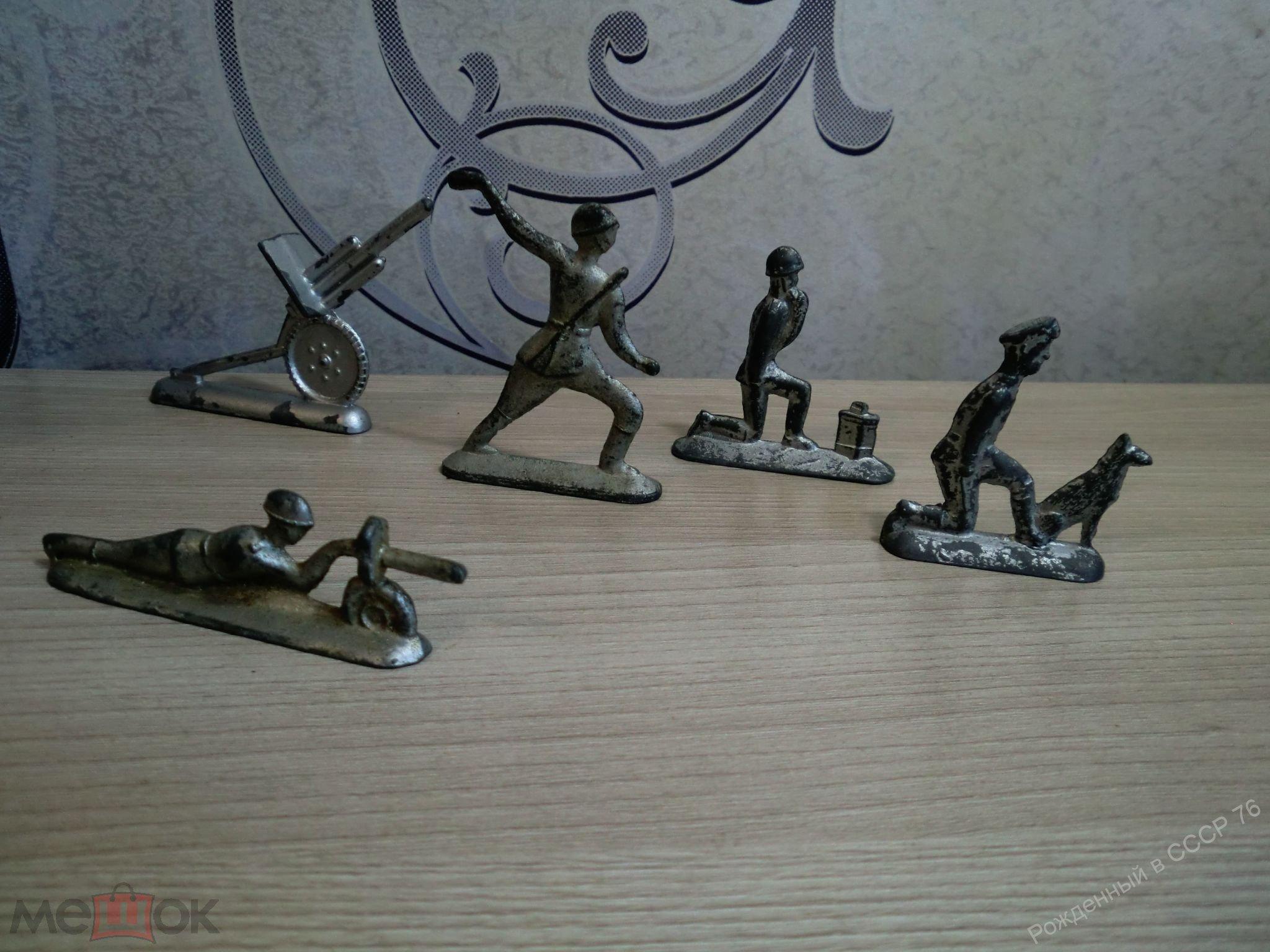 Оловянные солдатики . 5 шт одним лотом. Радист, пограничник с собакой,пушка. Времен СССР.