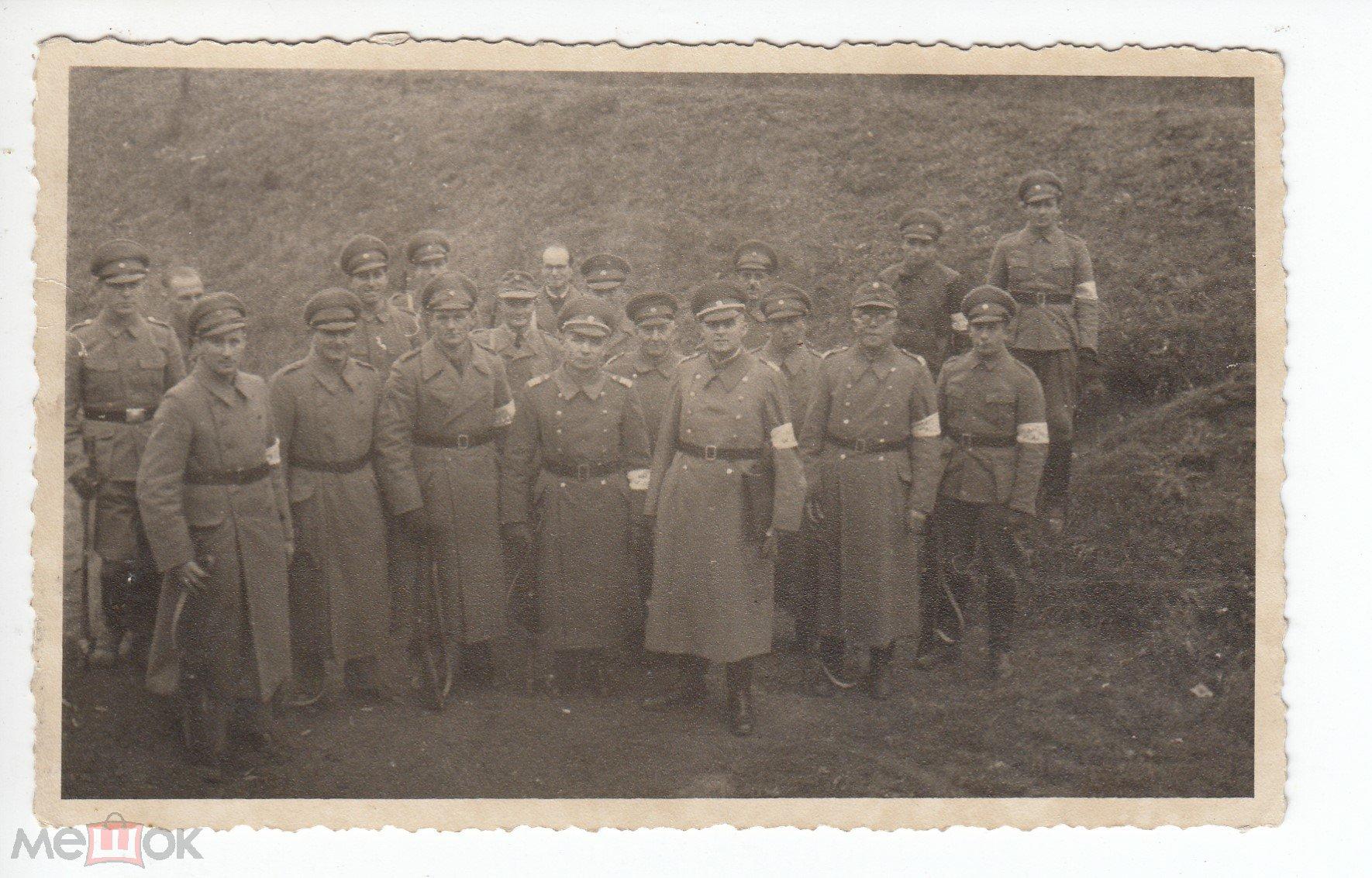 НЕМЕЦКИЕ СОЛДАТЫ С БЕЛЫМИ ПОВЯЗКАМИ НА РУКАХ.  ВОВ 1941-1945. 3 Рейх.  (#Cgf-f4-06)