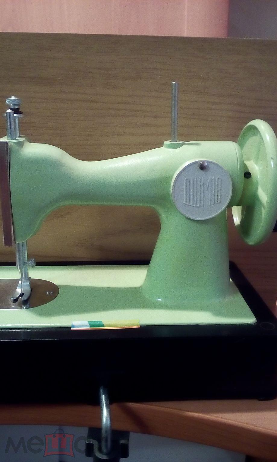 Детская швейная машинка. Игрушка предназначена для привития навыков в шитье детям от 7 до 14 лет.