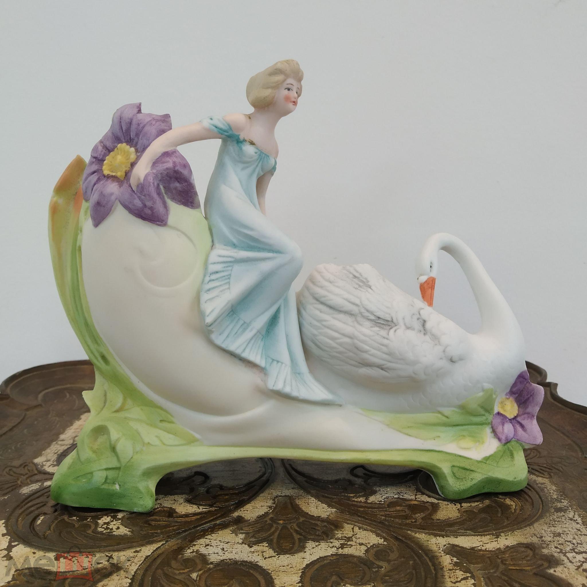 """Фарфоровая статуэтка вазочка """"Девушка в голубом с лебедем"""".Клеймо.Германия. начало ХХ в."""