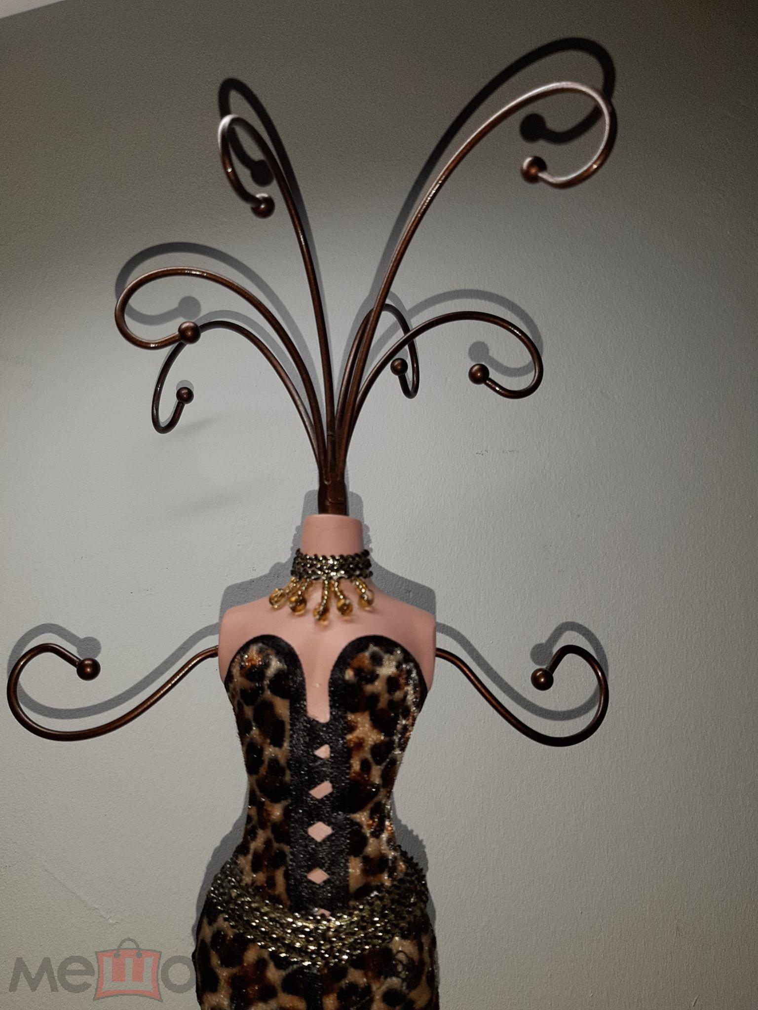 Держатель подставка в виде женской фигуры,манекен для украшений