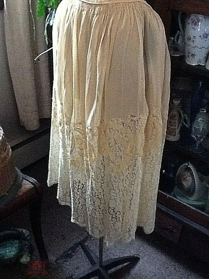 Антикварная подлинная 1920 год.Англия юбка светло желтый крепдешин, широкое тонкое кружево шаньтельи