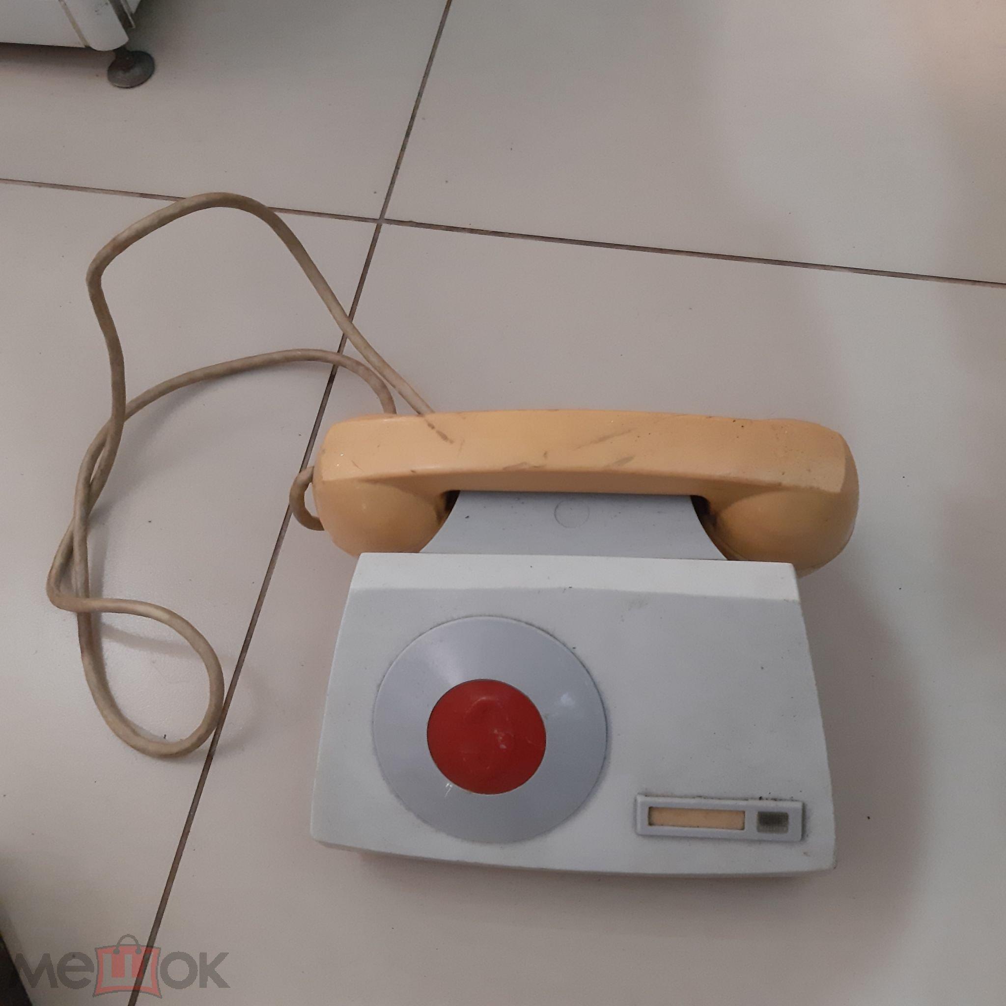 Советский телефон.