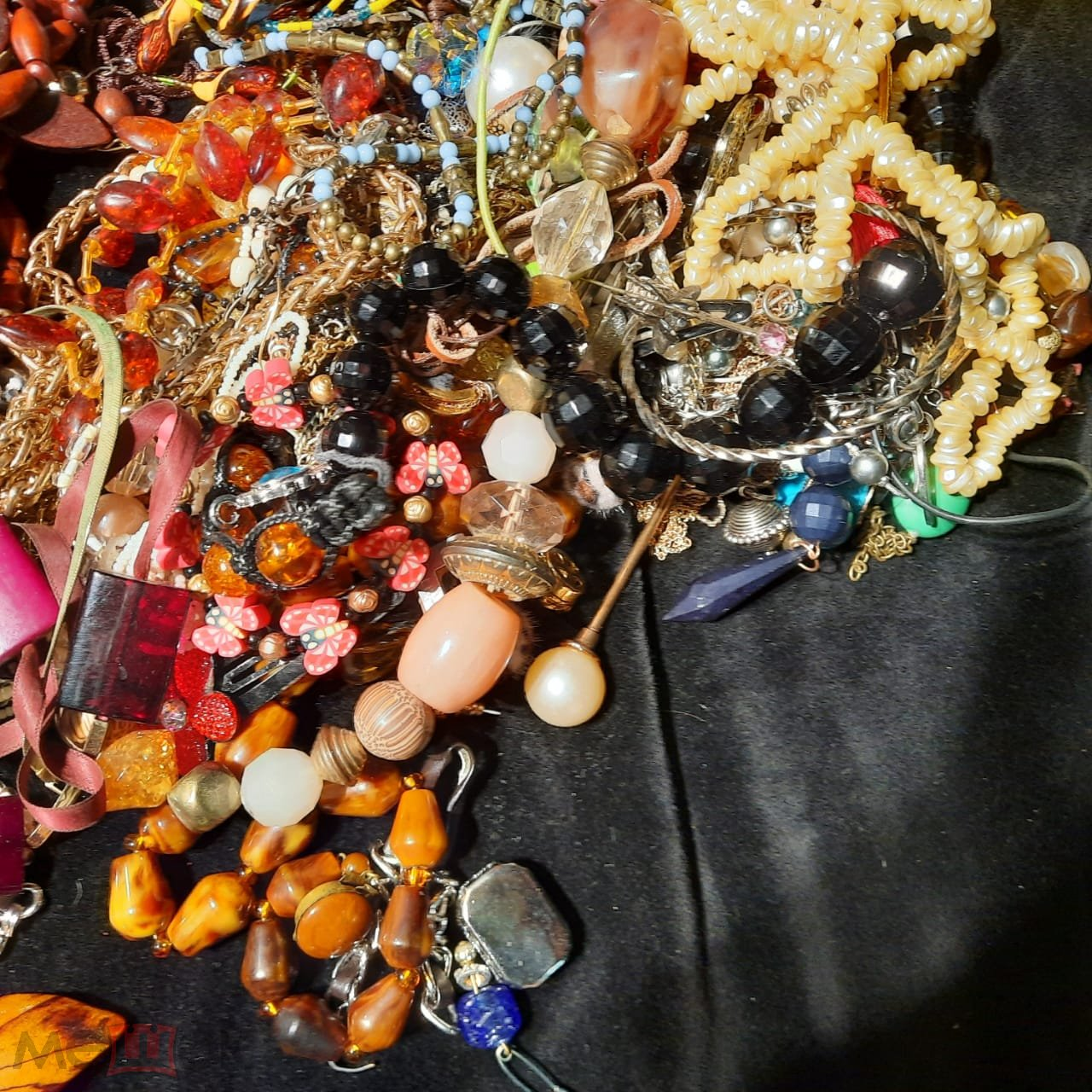 Большой лот бижутерии, стекло, дерево, металл, пластик. С рубля!!!!