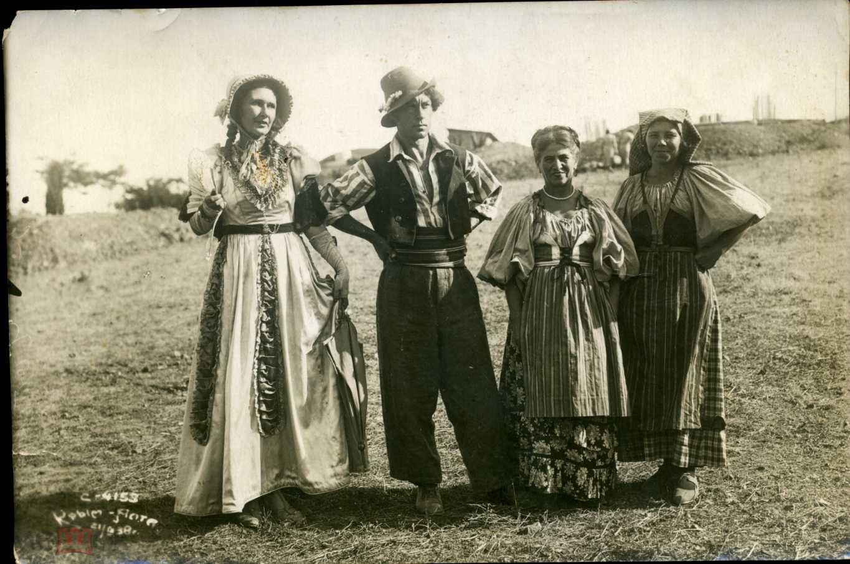 Фото Театральный квартет в костюмах 1938 г Ялта. db0818708c8