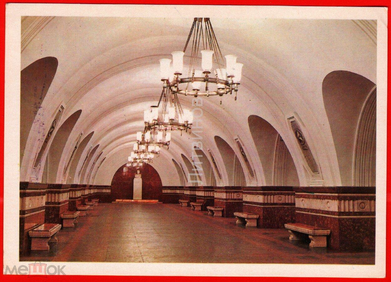 Медведь прозрачном, московское метро в открытках