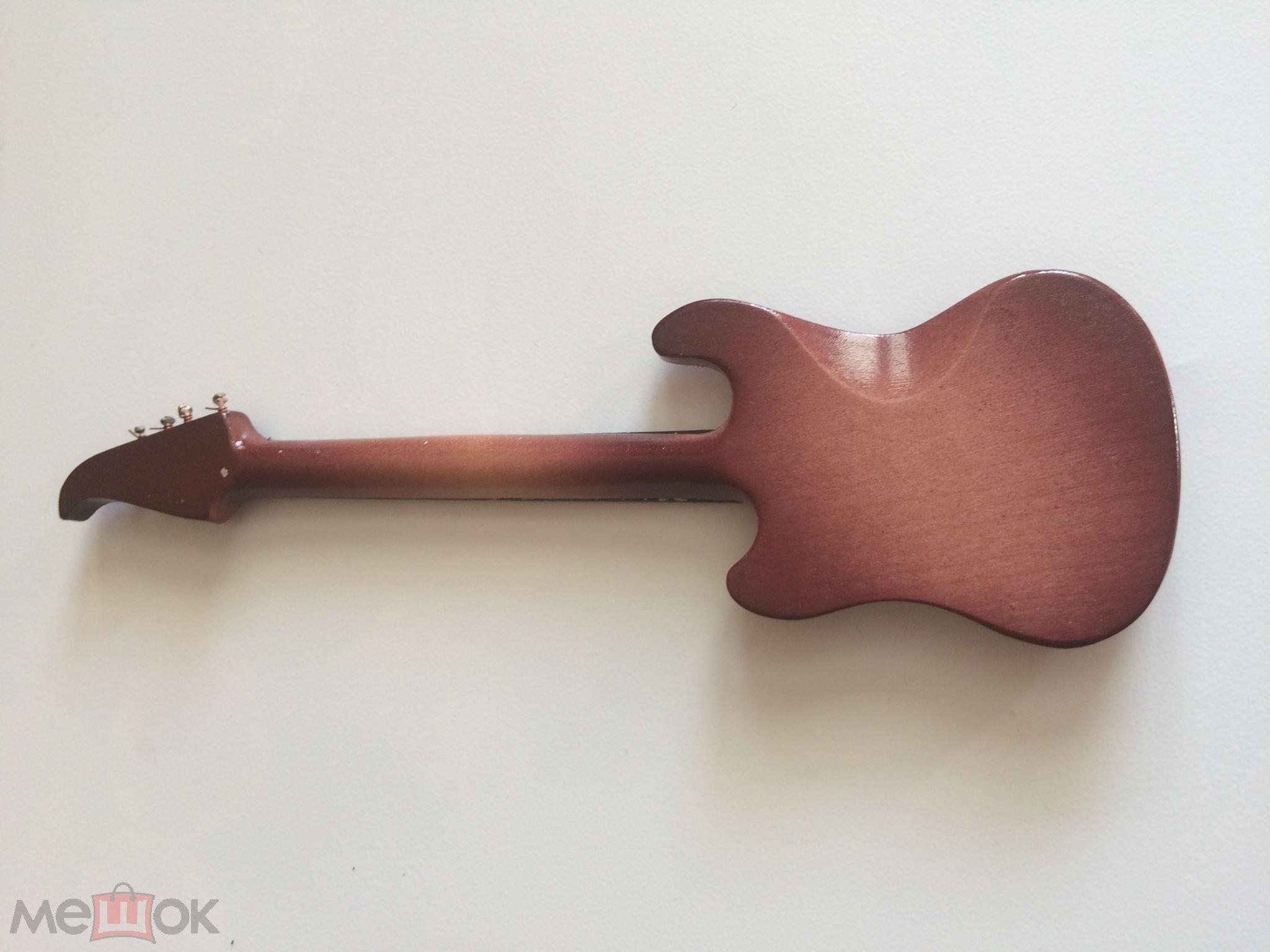 Коллекционный музыкальный инструмент электро гитара 2 в миниатюре отличная
