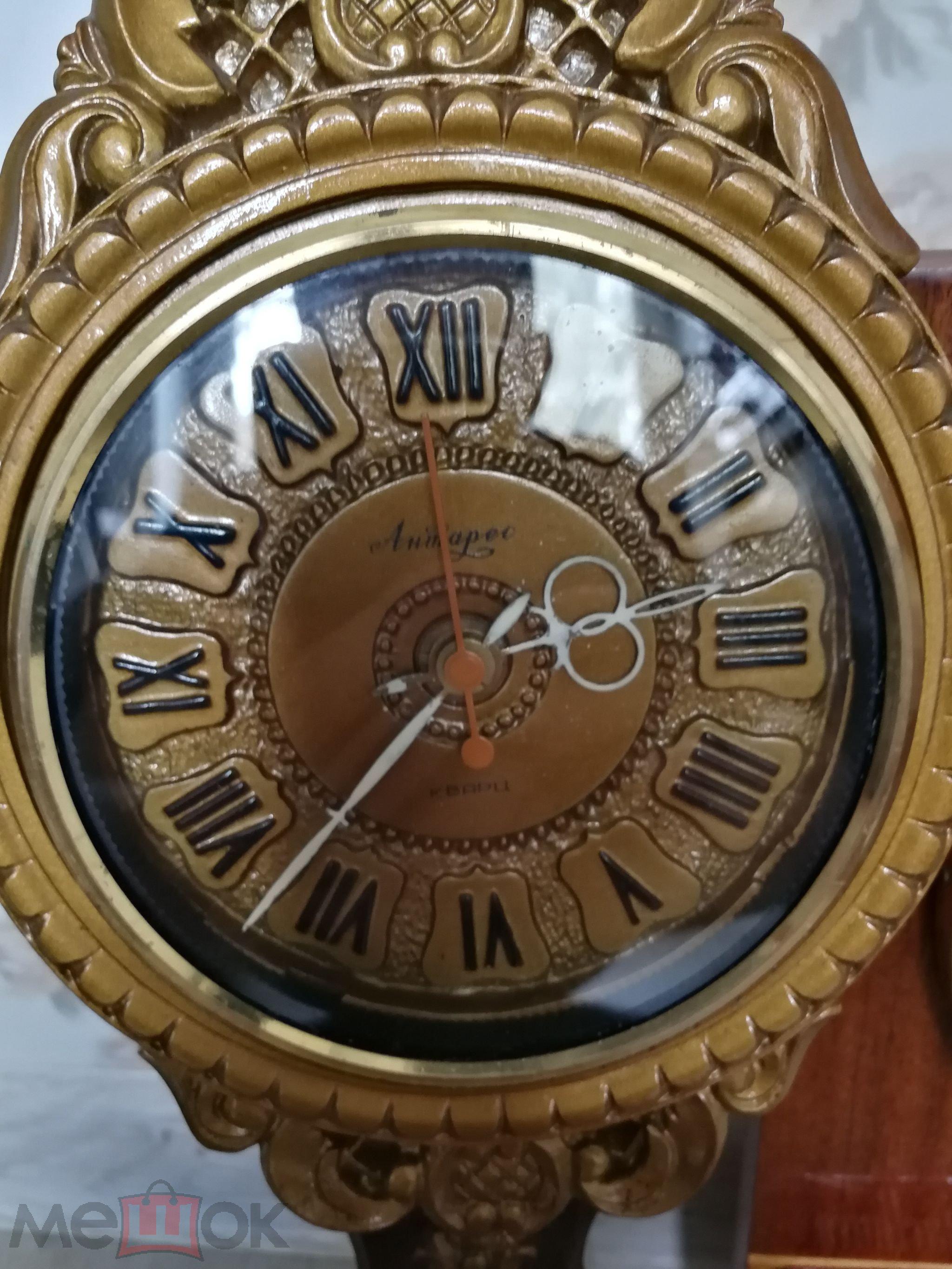 Появились хронометры разнообразных вариантов декорирования, прекрасно сочетающиеся с деталями тогдашнего квартирного быта.