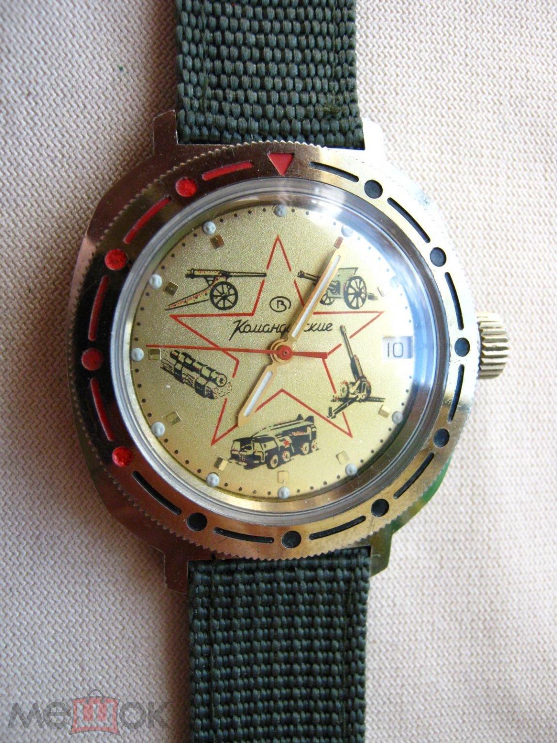 Снять браслет, отвинтить заднюю крышку, либо спец ключом либо короткими круглогубцами держа их перпендикулярно плоскости крышки.